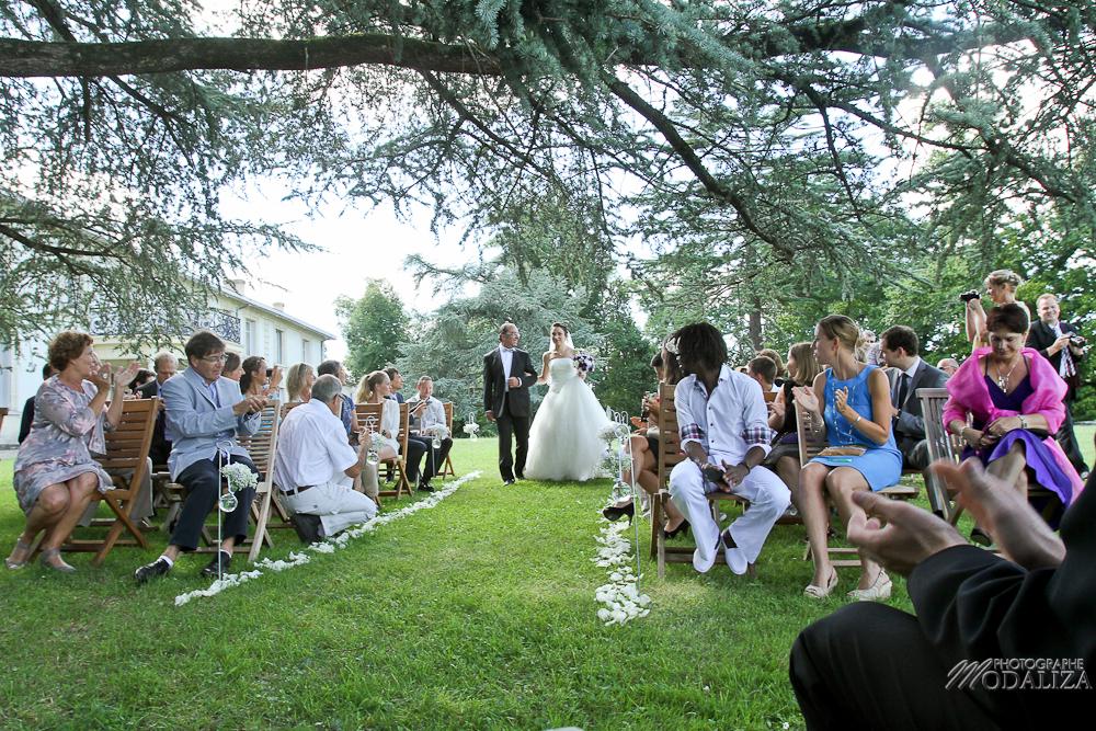 photo mariage ceremonie exterieur laique sous un arbre parc vignes chateau pey la tour bordeaux gironde by modaliza photographe-171